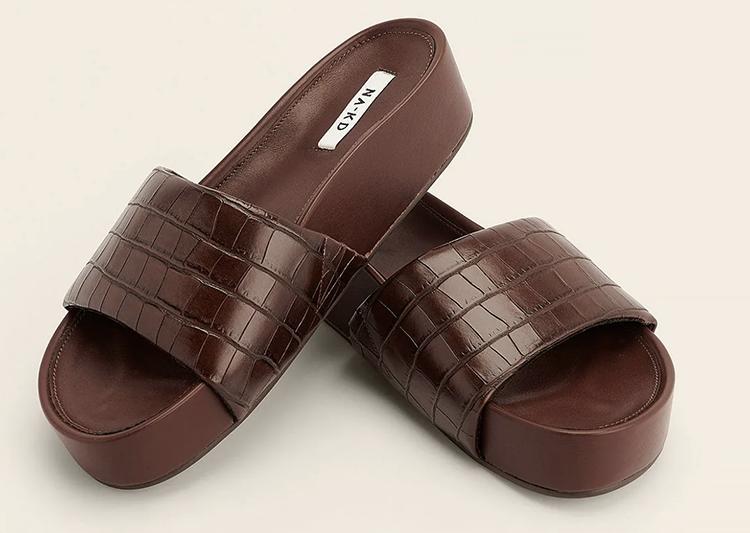 Lækre brune sandaler til stranden