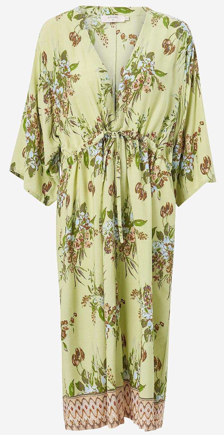 Romantisk kimono kjole i sommerlige farver