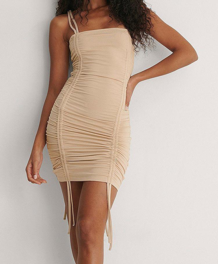 Beige kjole med justerbare stropper