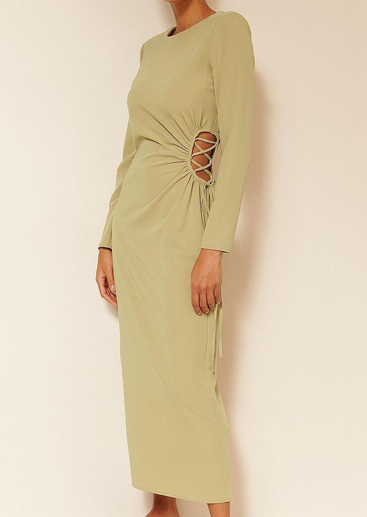 Billig kjole med cut out og snøre effekt
