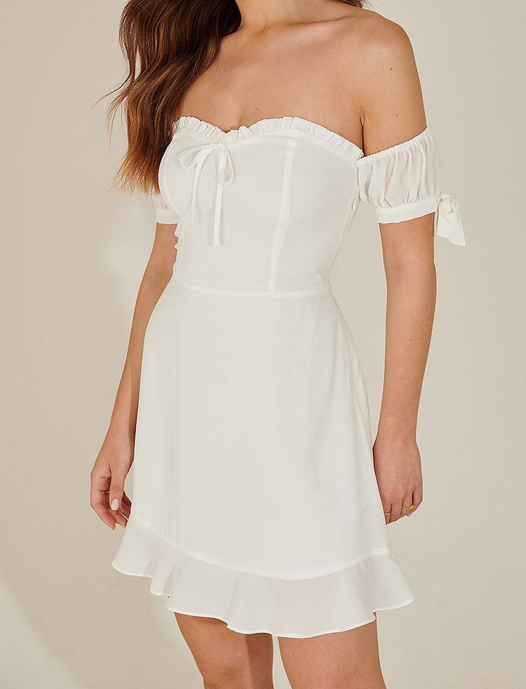 Billig sommerlig mini kjole med blondeærmer