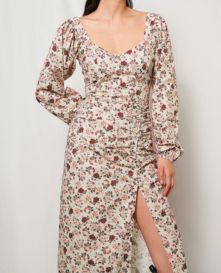 Blomstret kjole med lange ærmer og slids