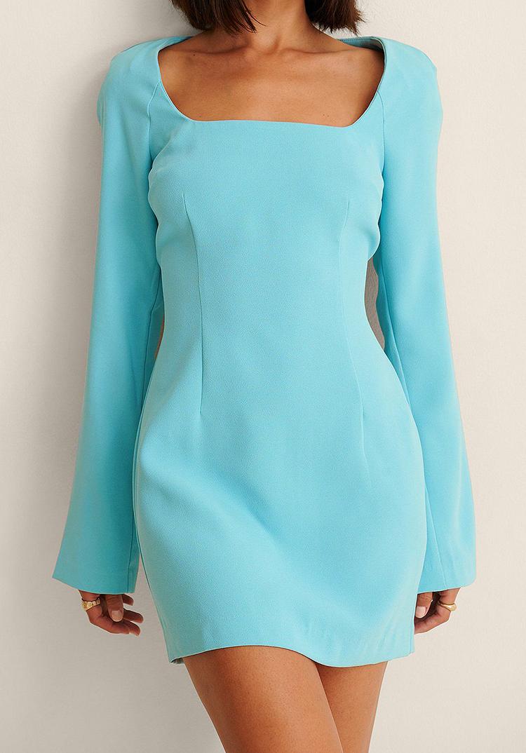 Elegant 70'er inspireret kjole med åben ryg
