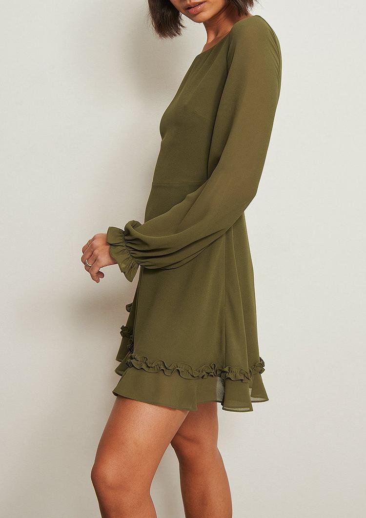 Elegant 70'er inspireret kjole med bred udskæring