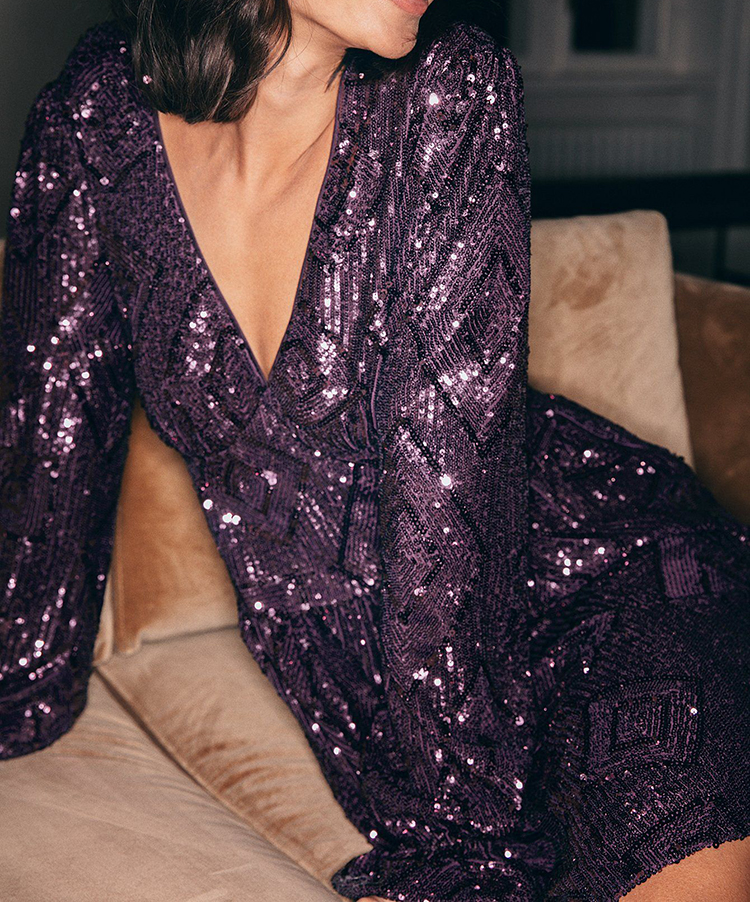 Flot og billig kjole i dyb lilla glimmer
