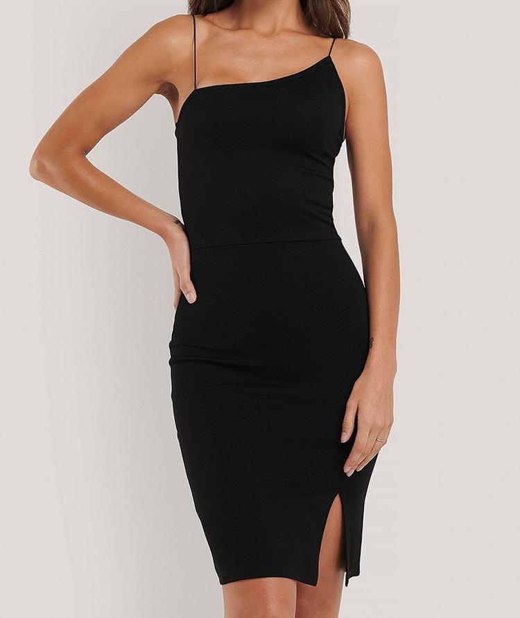 Kort asymmetrisk kjole med spaghetti stropper