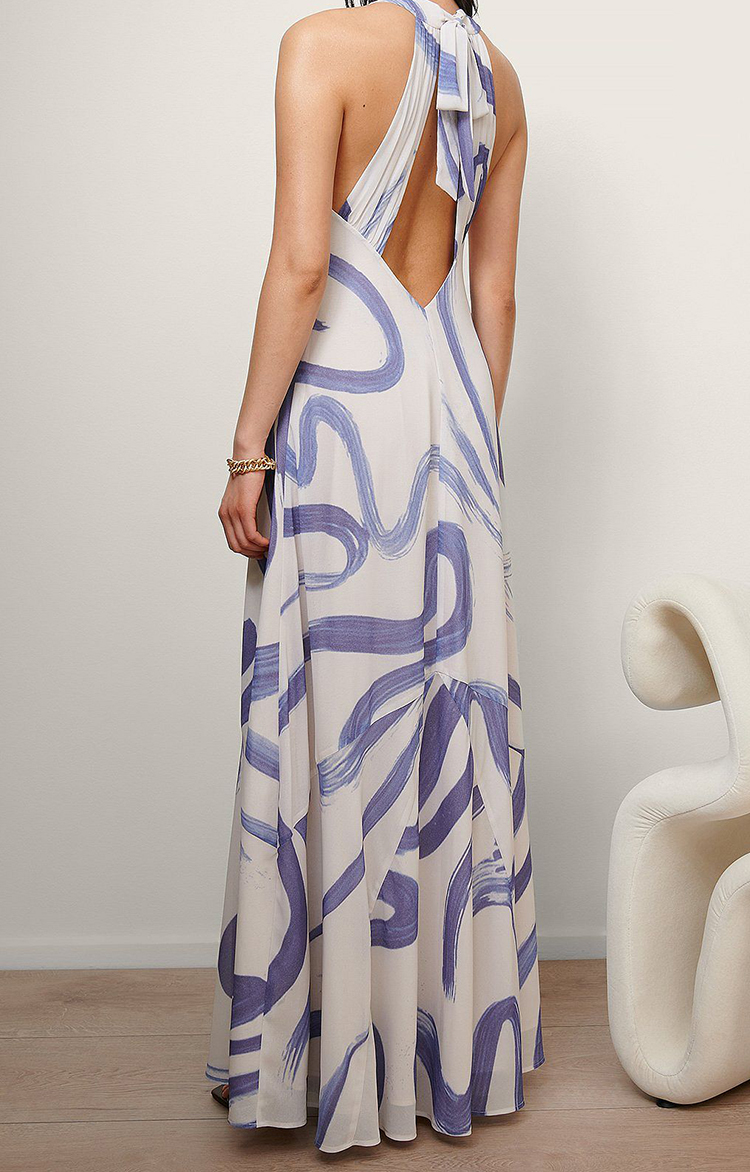 Kunstnerisk kjole i luftigt design