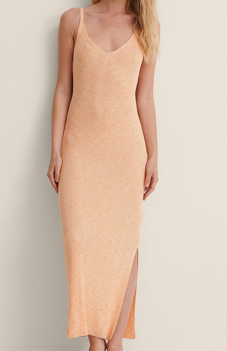 Lang ærmeløs kjole i sommerlig nuance
