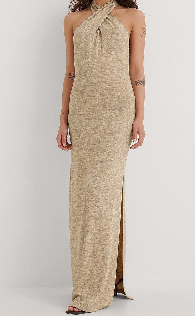 Lang behagelig kjole med snoet detalje