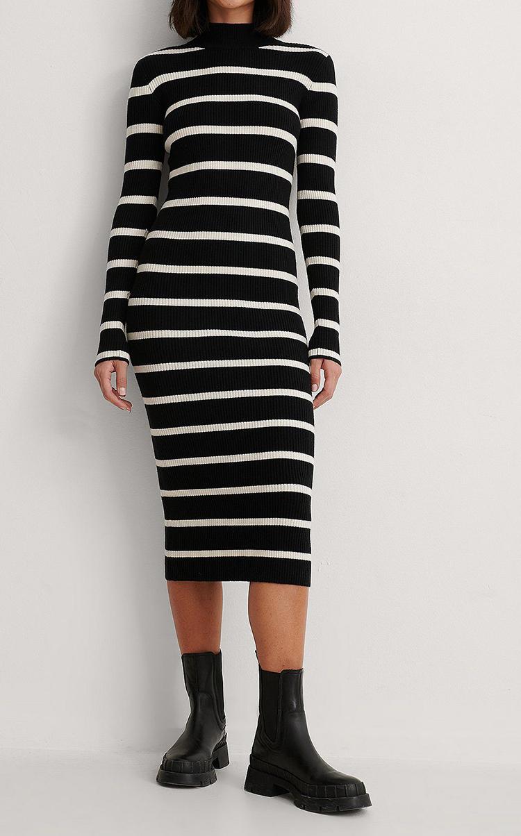 Langærmet tætsiddende kjole i monokrome striber
