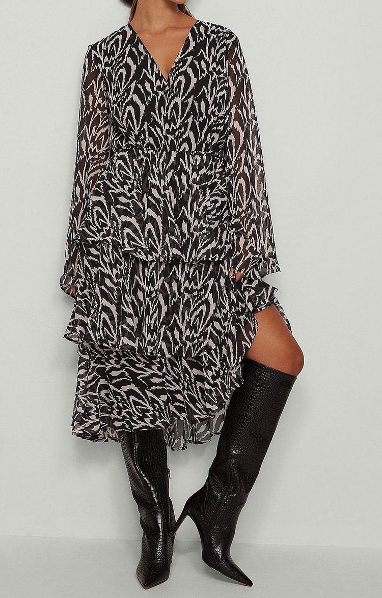Løs langærmet kjole i dyreprint