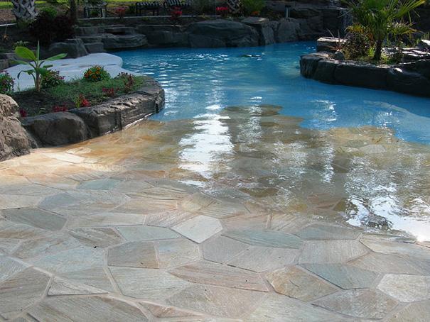 Walk-in swimmingpool
