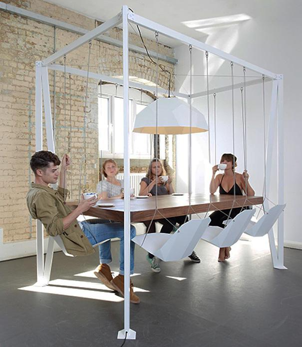 Spisebord med gyngestativ