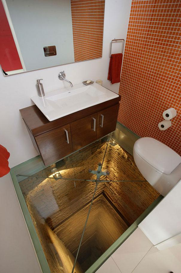 Badeværelse med glasgulv