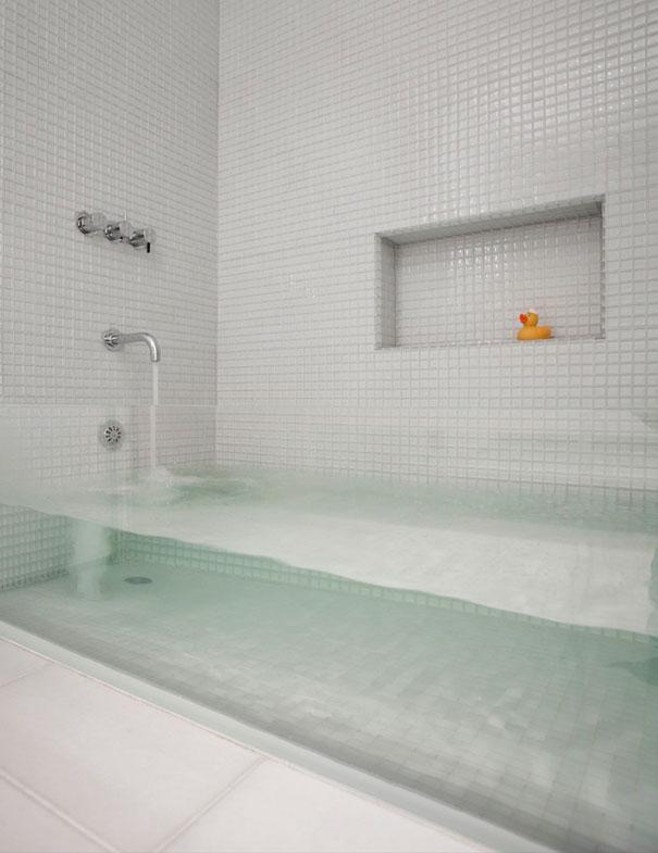 Gennemsigtigt badekar i glas