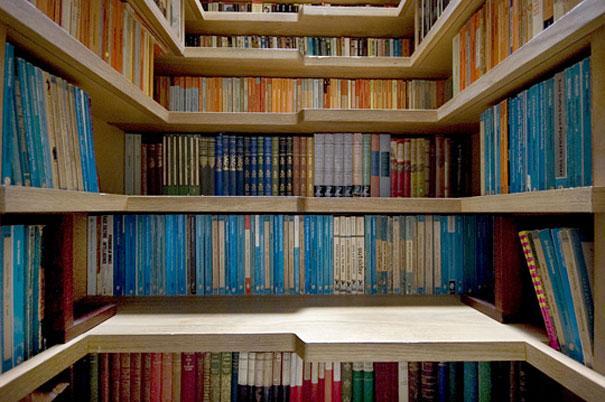 Bibliotek med trappe