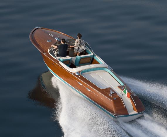 elegant speedbåd i træ