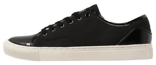 aef273c1c58 Skinnende sorte sneakers. billige herresko i god kvalitet