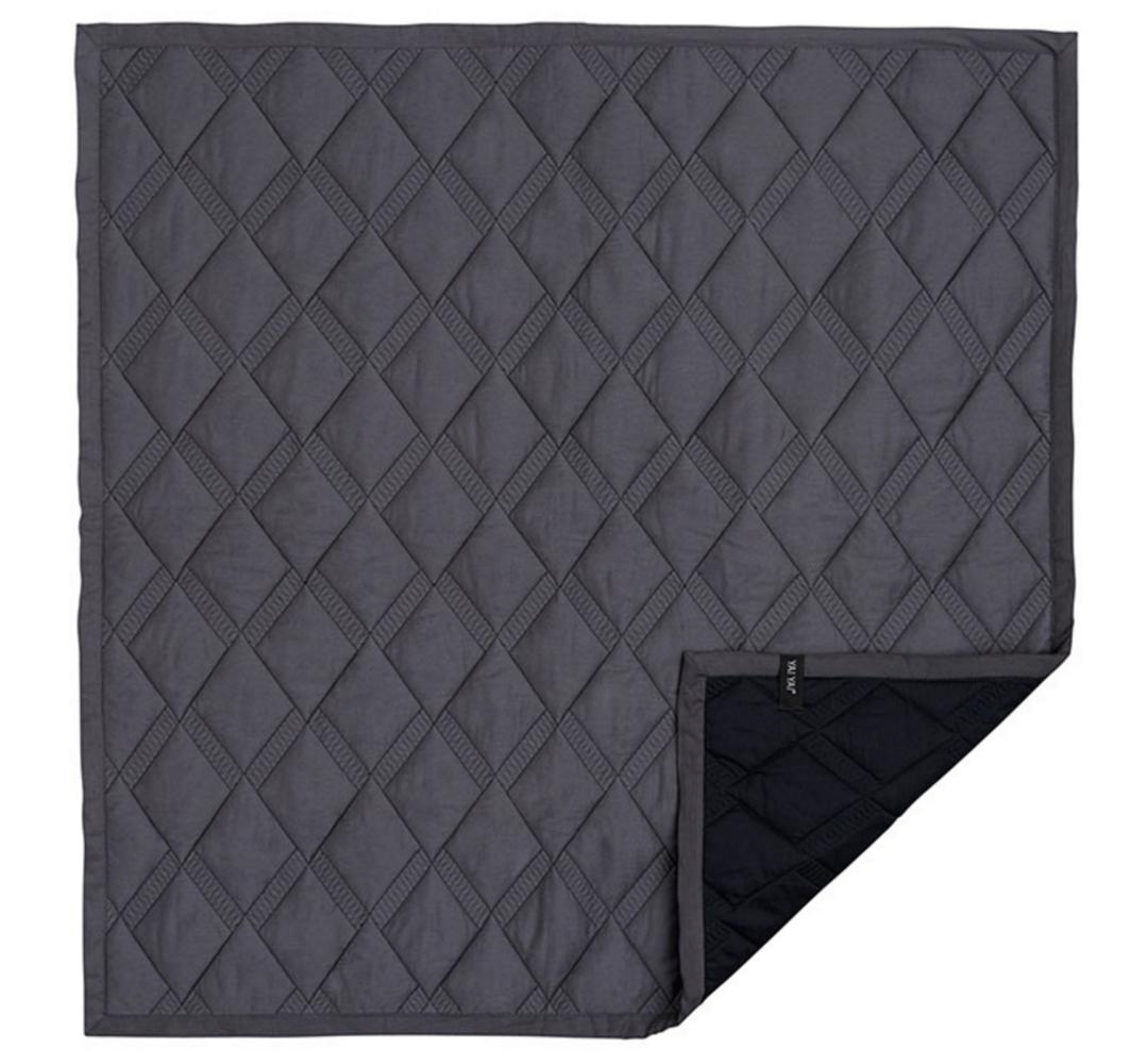 quiltet sengetæppe elegant quiltet sengetæppe i sort   Stay Classy quiltet sengetæppe
