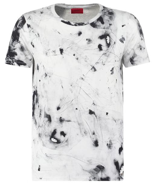 Et superminimalistisk outfit i sort og hvid