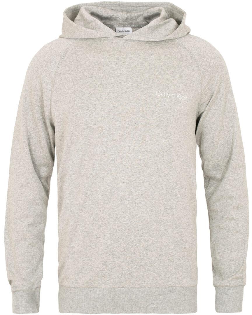grå hættetrøje mænd